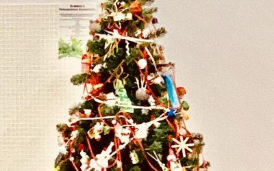 Já enfeitamos a nossa Árvore de Natal 2019