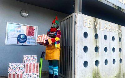 Ajudante do Pai Natal visita a Escola