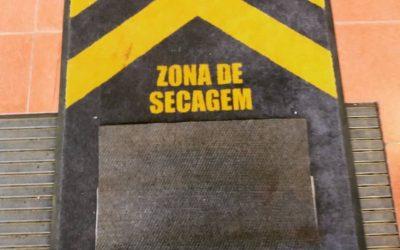 Tapetes de Desinfeção nas entradas da Escola